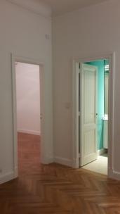 Después Agregamos puerta al pasillo y ganamos espacio para antebaño