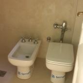 Baño DESPUES Cambiamos sanitarios para ganar espacio para cabina de ducha